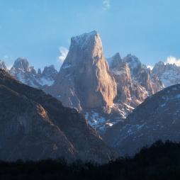 El Pico de Urriellu es famoso por las escaladas que se han realizado en él.