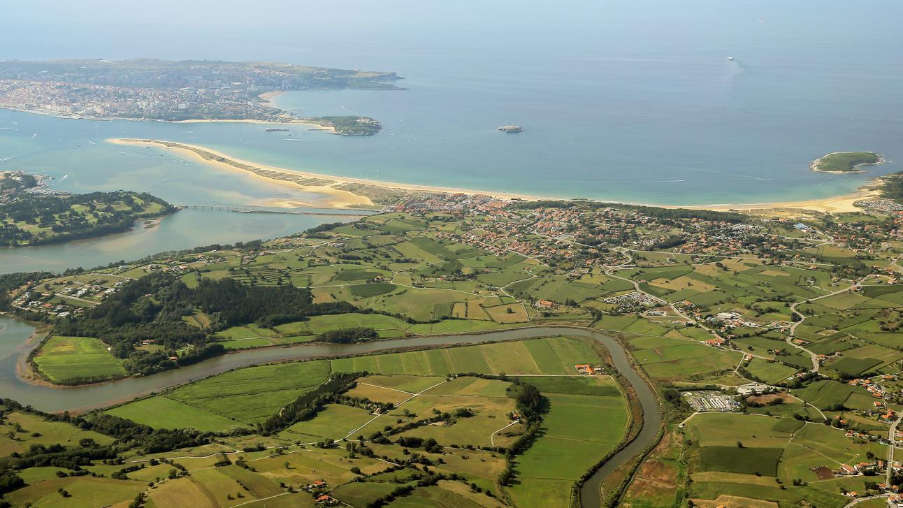 El pueblo de Loredo, centro del Bike Camp de Plea, es uno de los más espectaculares y bonitos de Cantabria.