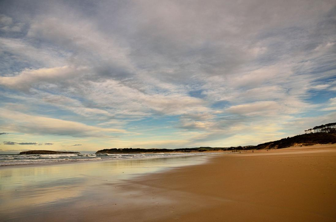 Walk the beach of Somo-Loredo and enjoy its fine and golden sand!