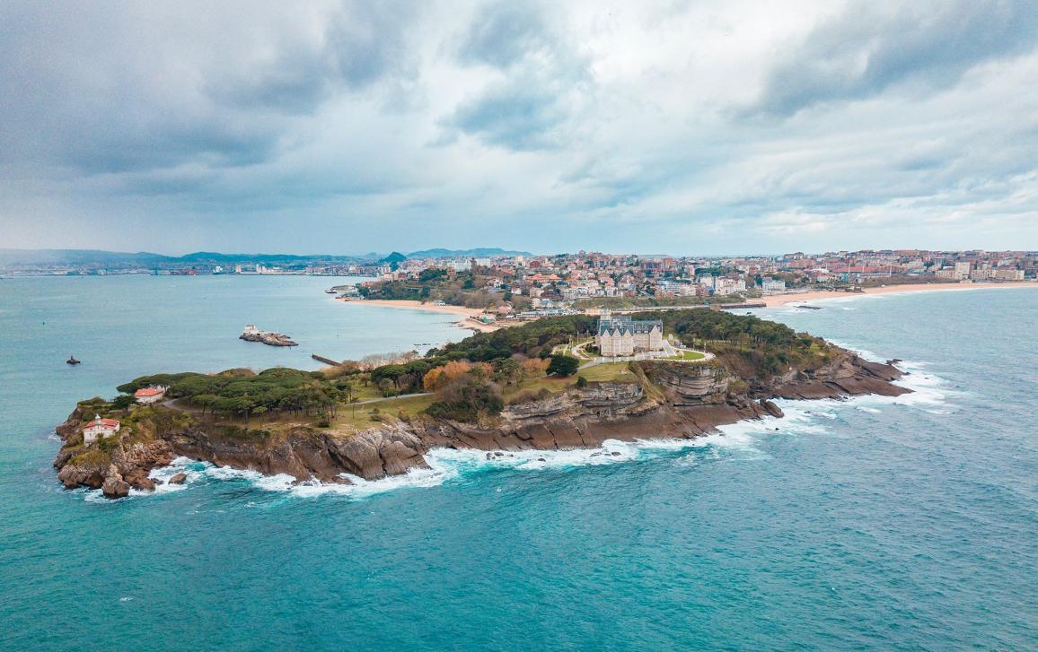 Santander es una ciudad imprescindible conocida por su belleza y gastronomía.