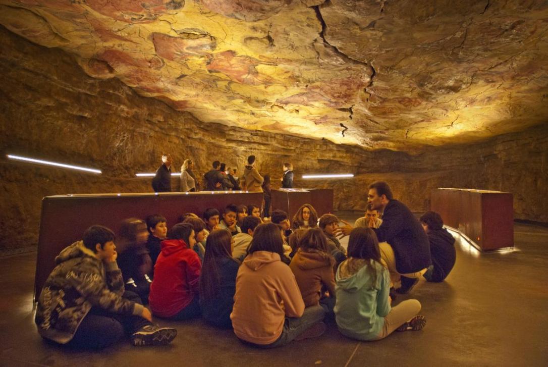 En la Neocueva y el museo se llevan a cabo gran cantidad de actividades especiales para todo tipo de públicos. (Foto: Rapilor, fuente: Wikimedia Commons)