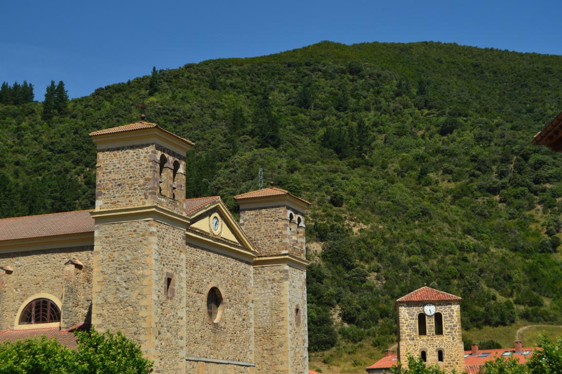 La Iglesia de San Vicente en Potes está catalogada como Monumento.