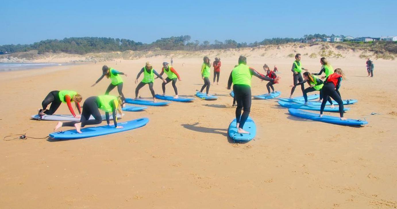 En PLEA tenemos programas que incluyen clases de surf.