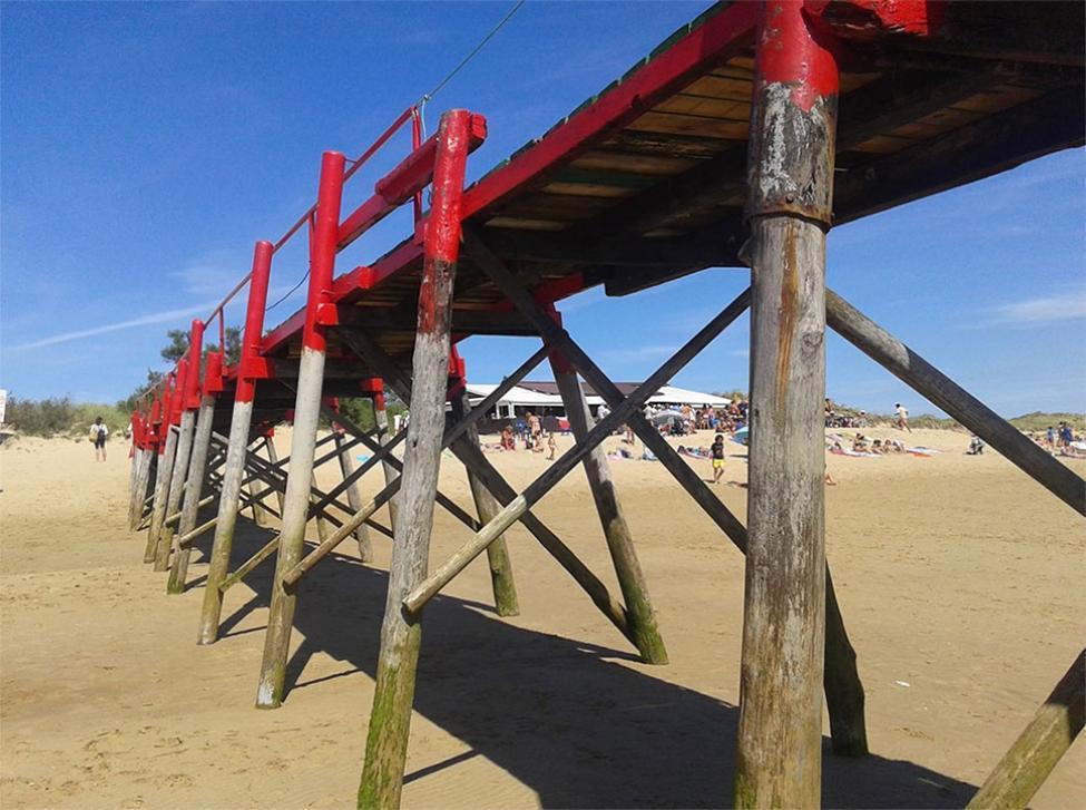 Solo es posible acceder a la playa de El Puntal a pie o en barco desde uno de sus embarcaderos. Foto: Ayto. Ribamontán al mar