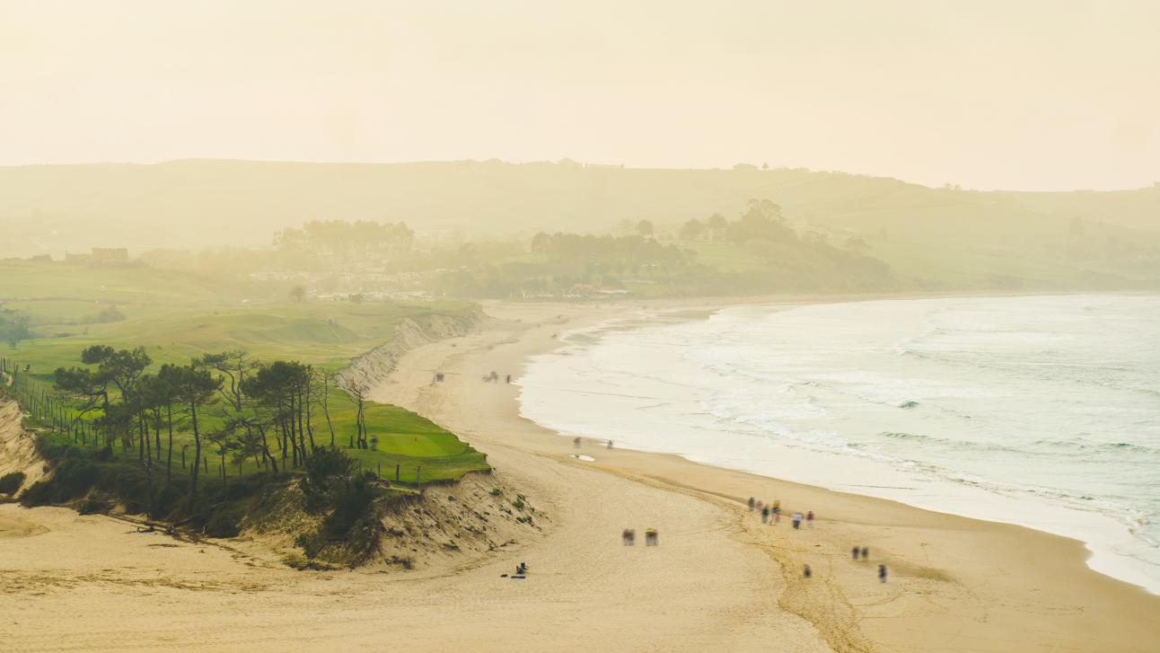 En muy pocos kilómetros de distancia puedes encontrar muchas olas, muy buenas y de diferentes tipos.