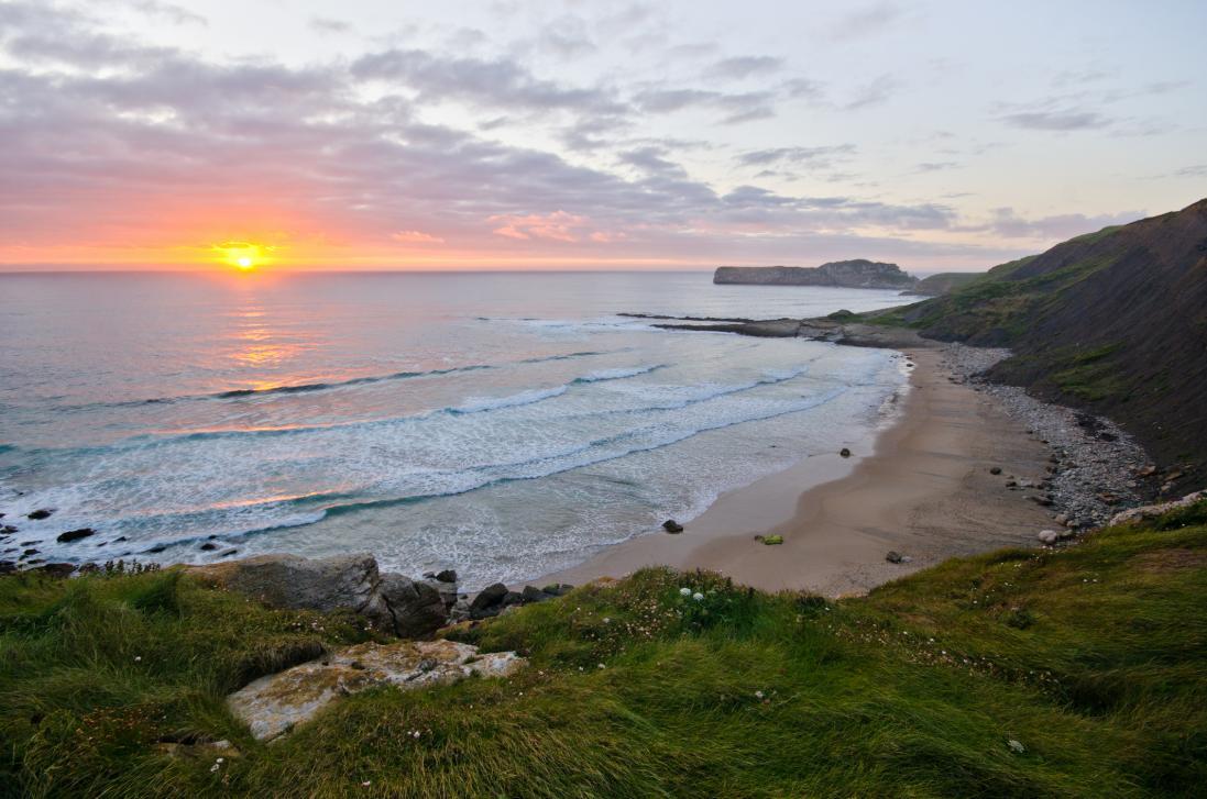 Las playas de Cantabria son un paraíso del surf.