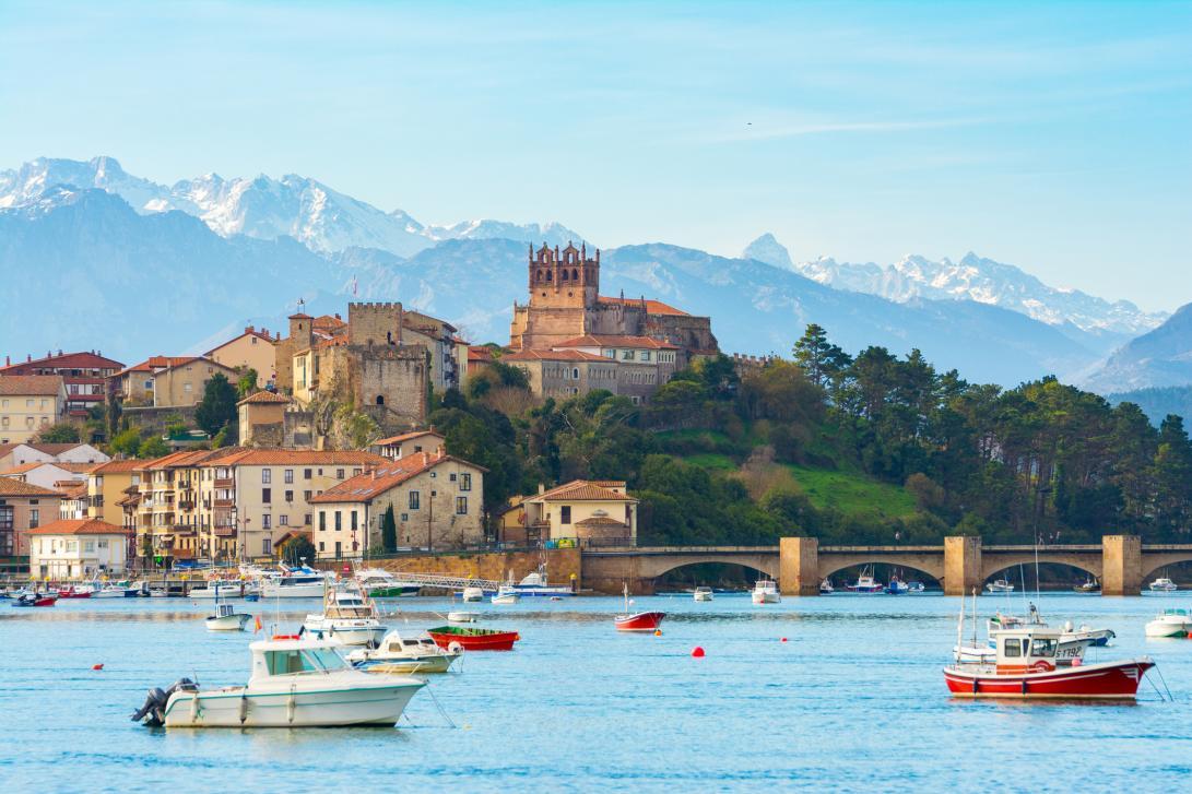 San Vicente de la Barquera. Uno de los reclamos turísticos más importantes en Cantabria.