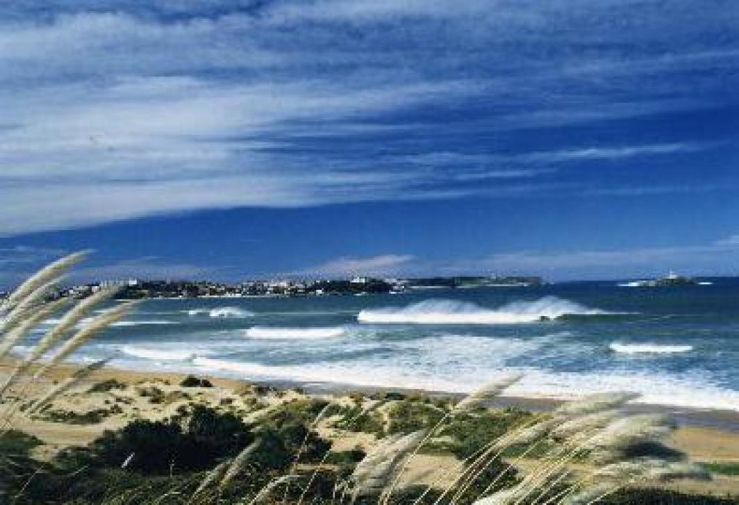 La playa de Somo, cuna del surf en España
