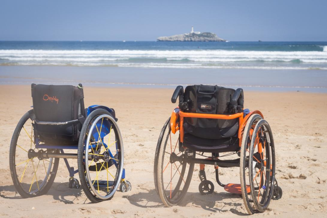 Turismo adaptado en Plea (Foto: Federación Cántabra de Surf)