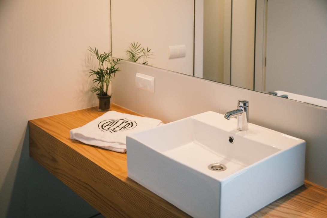 Las habitaciones premiun tienen un baño propio con cabina de ducha y cabina de WC separadas.