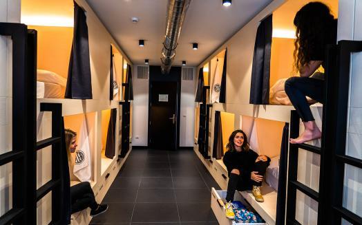 Hemos diseñado una cápsula donde sentirse cómodo. Dormirás en un colchón de 200 x 100 cm de las mejores calidades.